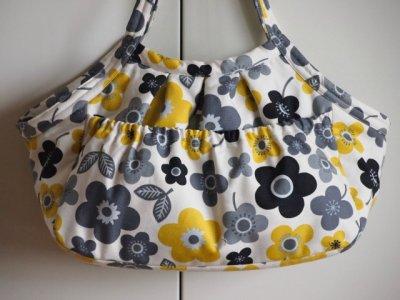 画像2: キャリーバッグG 黄色い花